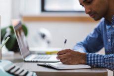 La IA ayuda a acabar con el absentismo laboral.