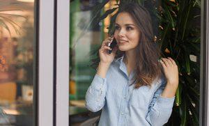 La llamada telefónica sigue imponiéndose para contactar con un servicio de atención al cliente.