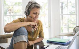 Poly ha lanzado al mercado su modelo de auriculares inalámbricos Voyager Focus 2.